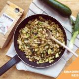 Zucchini-Einkornreis-Pfanne